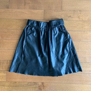 Wilfred free black vegan leather skirt size small